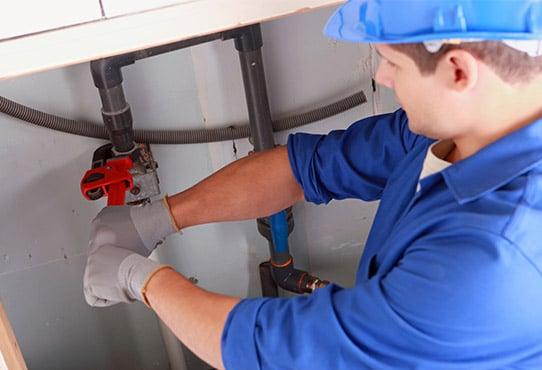plombier pour travaux d'entretien